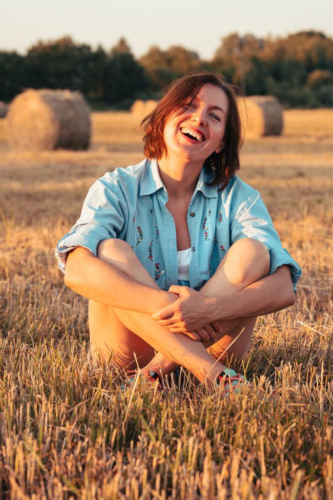 фотосессия на поле в сене мария мордюкова